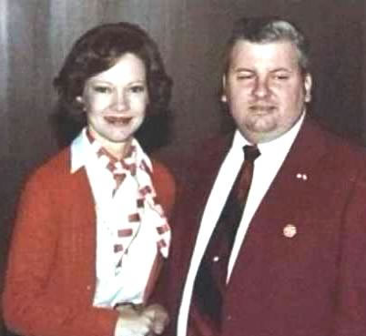 Democrat John Wayne Gacy receives political award from First Lady Rosalynn Carter